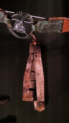 Viking age - comb (bone/ivory) on belt. Gotland