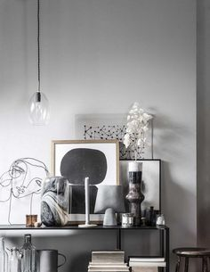 Interior stylist Danielle Verheul creates a beautiful home with shades of gray. Gray Interior, French Interior, Modern Interior Design, Scandinavian Interior, Decorating Your Home, Interior Decorating, Gravity Home, Wall Decor Pictures, Rustic Interiors