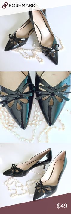 ✨Joan & David Black Kitten Heels These were gently worn, in a very mint condition, the only wear shows is on the soles.  Patent leather upper Bow tie accent at vamp Pointed closed toe and padded lining 2 inch heel Check out my closet, bundle and give me your Offer! Joan & David Shoes Heels