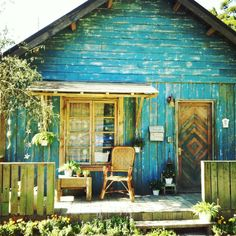beach shack(: I would totally live in this just to live on the beach(: cute!!