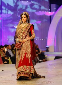 Beautiful dress for bridals India Fashion, Asian Fashion, Pakistani Bridal Couture, Mehndi Dress, Pakistani Wedding Dresses, Saree Collection, Indian Outfits, Beautiful Dresses, Shalwar Kameez