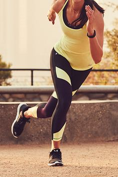 UA HeatGear® Color Blocked Ankle Leggings.    This legging features energetic colorblocking for fast, athletic style.