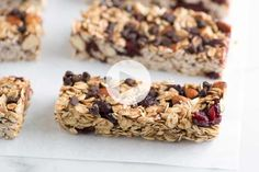 Simple, Soft and Chewy Granola Bars Recipe. This is the best granola bar recipe I've found! They came out beautifully. I added chocolate chips and dried cranberries. Soft And Chewy Granola Bars Recipe, Homemade Granola Bars, Snacks Saludables, Mini Chocolate Chips, Chocolate Granola, Cupcakes, The Best, Healthy Snacks, Healthy Recipes