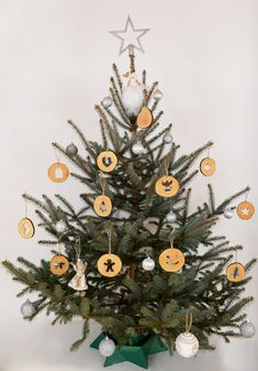 Christmas tree with wood slice ornaments Wooden Christmas Ornaments, Christmas Decorations, Christmas Tree, Handmade Wooden, Handmade Gifts, Shops, Natural Christmas, Linseed Oil, Wood Slices