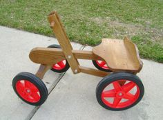 Steer with your feet, propel with your arms. Wooden Go Kart, Wood Projects, Projects To Try, Wood Cart, Car Side, Outdoor Games For Kids, Bamboo Crafts, Homemade Toys, Karting
