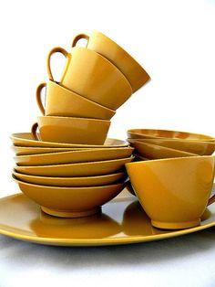 Mustard dinnerware