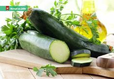 All About Zucchini, Plus Our Favorite Recipes: A brief guide to everyone's favorite summer squash, plus, a roundup of our favorite ways to prepare it. Raw Zucchini Salad, Healthy Zucchini, Healthy Menu, Healthy Cooking, Healthy Snacks, 800 Calorie Meal Plan, Zero Calorie Foods, Spicy Recipes, Salmon Recipes