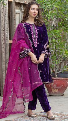 Pakistani Fashion Party Wear, Pakistani Wedding Outfits, Indian Fashion Dresses, Dress Indian Style, Indian Wear, Indian Outfits, Simple Pakistani Dresses, Pakistani Dress Design, Stylish Dresses For Girls