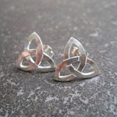 Silver Song Jewellery designs and manufactures unique handmade silver jewellery inspired by the beauty and lure of nature. Handmade Silver Jewellery, Handmade Sterling Silver, Silver Jewelry, Silver Rings, Celtic Trinity Knot, Heart Ring, Jewelry Design, Unique, Earrings