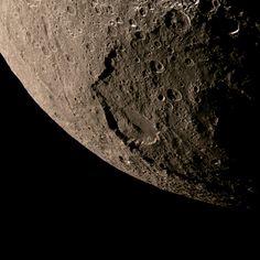 Japet est le troisième plus grand satellite de Saturne, il fut découvert en 1671 par Jean-Dominique Cassini. Sonde spatiale Cassini ©NASA/JPL/Space Science Institute