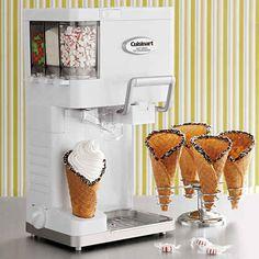 Dispensador-mezclador para hacer helado de Cuisinart, $85 | 31 cosas que no sabías que necesitabas para un tener un verano divertido