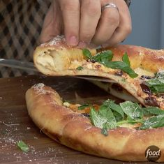 Get Stuffed Crust Cast-Iron Pizza with Smoked Mozzarella Recipe from Food Network Cast Iron Pizza Recipe, Pizza Recipe Video, Cast Iron Skillet Cooking, Iron Skillet Recipes, Cast Iron Recipes, Skillet Meals, Pizza Recipes, Cooking Recipes, Wing Recipes