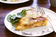 bacon frittata Potato, leeks and bacon rashers team up in our budget-busting frittata Potato Frittata, Frittata Recipes, Kai, Vegetable Salad, Egg Recipes, Recipies, Carne, Food Inspiration, Yummy Food