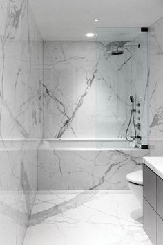 Working on a bathroom project? We can help you with some marble inspirations. Discover more at maisonvalentina.net #marblebathrooms