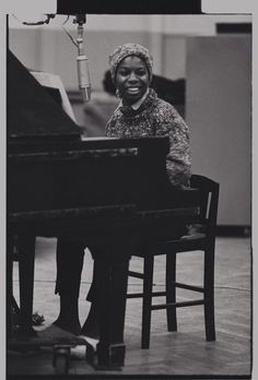See never-before-seen images of Nina Simone recording her classic album 'Nina Simone Sings the Blues' at RCA Studios in New York City. 50s Music, Music Love, Music Is Life, Rock Music, Nina Simone, Sister Songs, Carolina Do Norte, Piano, Great American Songbook