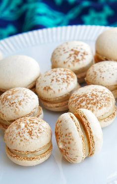 Happy cinco de mayo! Mexican Spice Macarons with Dulce de Leche - Sugary & Buttery