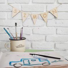 Die handgefertigten Wimpelketten von Herzchenklein können mit Wunschnamen personalisiert werden und sind ein tolles Geschenk zur Geburt, zur Taufe oder zum Geburtstag. Unique Baby, Great Gifts, Heart, Handmade, Handarbeit