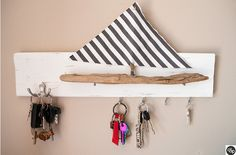 porte-clef-bateau-complet-dvdp Shelves, Inspiration, Home Decor, Porte Clef, Drift Wood, Sailor, Gifts, Puertas, Biblical Inspiration