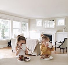 Uploaded by hello. Find images and videos about baby, family and breakfast on We Heart It - the app to get lost in what you love. Cute Family, Family Goals, Family Kids, Little Babies, Little Ones, Cute Babies, Cute Baby Girl Outfits, Baby Kind, Baby Fever
