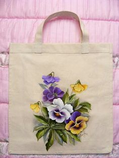 Painting on bag Painted Bags, Painted Clothes, Hand Painted Canvas, Fabric Painting, Fabric Art, Pinterest Pinturas, Embroidery Patterns, Hand Embroidery, Fabric Paint Designs