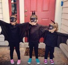 Bambini vestiti da pipistrelli per Halloween