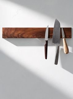 Long magnetic knife holder with balm - Beau Grain - Walnut Wood EDC, Knifes & Tools - best folding knives from all over the world. Survival kits and EDC. Magnetic Knife Blocks, Magnetic Knife Holder, Pocket Knife Brands, Pocket Knives, Wood Knife, Metal Welding, Survival Knife, Survival Gear, Knife Making