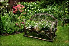 This willow twig bench would work perfectly in a Cottage garden.508 x 340 | 92.8KB | www.habitatdesign.com