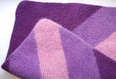 Strikk og tøys: Enkle oppskrifter til kjempefine og raske julegaver som garantert blir satt pris på! Wool Felt, Felted Wool, Paper Piecing, Mittens, Quilts, Knitting, Barn, Pattern, Creative