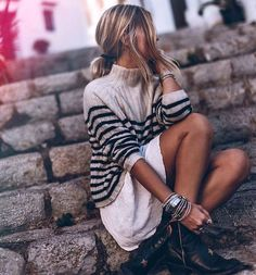 Boho clothing style, hippie clothes, white dress and hippie sweater, gypsy shoes Boho Fashion, Winter Fashion, Fashion Outfits, Fashion Details, Fashion Tips, Boho Hippie, Bohemian Style Clothing, Boho Style, Outfit Invierno