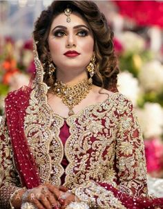Wedding Hairstyles 2020 Pakistani Bridal Hairstyles for Barat Function 2020 - Hairstyles Ideas Pakistani Bridal Hairstyles, Pakistani Bridal Makeup, Bridal Mehndi Dresses, Pakistani Wedding Outfits, Bridal Dress Design, Bridal Outfits, Wedding Hairstyles, Bridal Lehenga Collection, Bridal Makeover