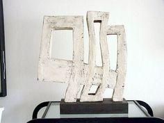 """Sybille Onnen, """"Schreitendes Haus"""" Keramik, ca. 20x70x70 cm"""