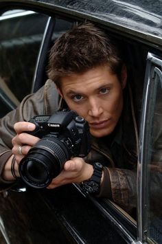Jensen Ackles with a Canon :) Now, there's a real man ;) hehehe