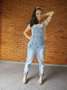 Mundo K: Macacão jeans e cropped de renda.