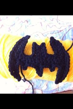 Crochet batman appliqué by Facebook.com/magenta.bard.7 whipping stitches https://www.etsy.com/listing/158900001/batman-applique