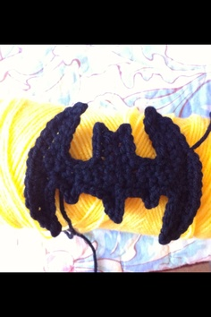 Crochet batman appliqué by Facebook.com/magenta.bard.7 whipping stitches https://www.etsy.com/listing/158900001/batman-applique