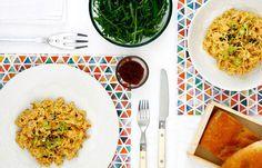Cómo hacer coronation chicken en crock pot o slow cooker. Receta paso a paso. Descubre esta y otras recetas deliciosas con pollo en olla de cocción lenta.