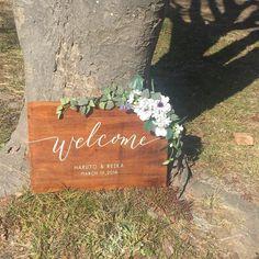 結婚式のおしゃれな海外風の木製ウェルカムボード♡ウェルカムの文字は人気カリグラファーのモダンカリグラフィーをデザインに取り入れているのでとてもおしゃれ!ウェディンググッズ通販サイトEYMで購入できます。 https://www.instagram.com/p/BRf3Dv0hW3H/