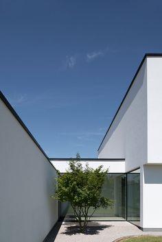 Terrace Garden, Patio Design, Art And Architecture, Bungalow, Building A House, Home And Garden, Exterior, Landscape, House Styles