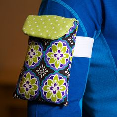 DIY Fit Gift:  iPhone Armband. Just finished making this and it turned out pretty nice. If you have an iPhone 5 you might want to add a few inches onto the length. If you have an otterbox case, or similar, bulky case, you'll want to add about .5-1 inches to the width. Really simple to make though and totally worth the time to save some money.