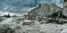 Un reportage in due puntate per documentare le cave, il cemento, il baratto di un territorio e la muta compiacenza in provincia di Caserta.