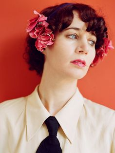 Miranda July's new film The Future out July - purple DIARY Purple Diary, Miranda July, Quirky Girl, Love Film, My Fair Lady, Timeless Beauty, Her Hair, Curly Hair Styles, Hollywood