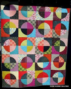 Gone Aussie Quilting: Blue Moon Chicopee Finished, circle quilt