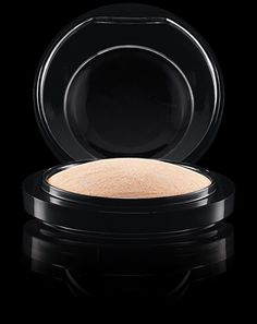 MAC Cosmetics: Mineralize Skinfinish in Lightscapade