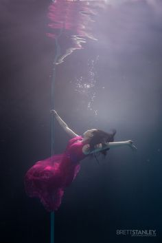 Photographer Brett Stanley captured the beauty and talent of underwater pole dancers as they gracefully danced in the water. (Photo by Brett Stanley/Caters News) Circus Photography, High Speed Photography, Burlesque, Pole Dance Fitness, Water People, Aerial Dance, Leagues Under The Sea, Underwater Photographer, Aerial Arts
