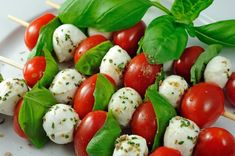 Caprese salad on a stick: Cherry tomatoes, fresh mozzarella, fresh basil and olive oil, it doesnt get more green and refreshing than this tasty treat. The simple elegance makes it a hit at any event, including your wedding reception Whole Foods, Whole Food Recipes, Healthy Recipes, Mozzarella Salad, Fresh Mozzarella, Mozzarella Sticks, Caprese Skewers, Caprese Salad, Tomato Caprese