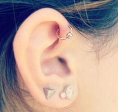 jenner piercing Kylie Jenner ear piercings , want this soooo badly ❤️ Kylie Jenner ear piercings , want this soooo badly ❤️ Piercing Helix Avant, Piercings Helix, Upper Ear Piercing, Ear Peircings, Forward Helix Piercing, Body Piercings, Black Diamond Earrings, Sapphire Earrings, Stud Earrings