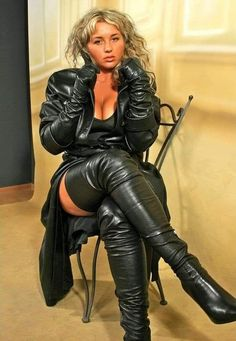 Long Leather Coat, Black Leather Gloves, Leather Pants, Soft Leather, Trent Coat, Crotch Boots, Sexy Stiefel, Black Thigh High Boots, Leder Outfits