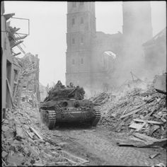 Crusader Tank, Cromwell Tank, Battle Of Normandy, Canadian Army, British Army, British Armed Forces, Ww2 Tanks, War Photography, Military History