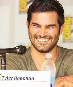 Tyler Hoechlin as Derek Hale Teen Wolf Derek, Teen Wolf Cast, Tyler Hoechlin, Ben Barnes, Bucky Barnes, Pretty Men, Beautiful Men, Tyler Posey, My Sun And Stars
