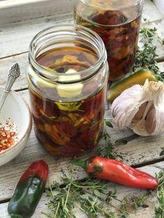 Vegane Rezepte, Chef's Handyman, Chilis Chili, Interior Decorating, Decorating Ideas, Pickles, Cucumber, Mason Jars, Bunt, Outdoor, Food